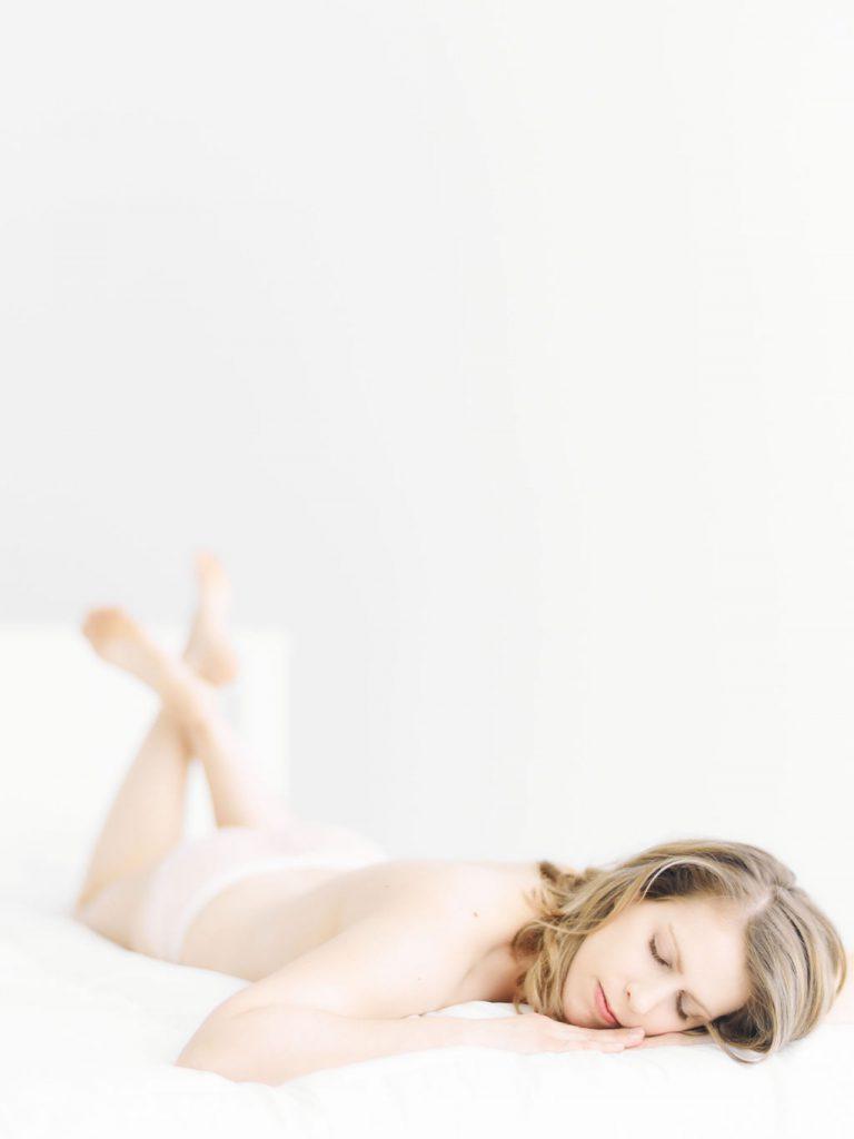 New Mom Boudoir Photographer | Minneapolis, MN Lauren Engfer