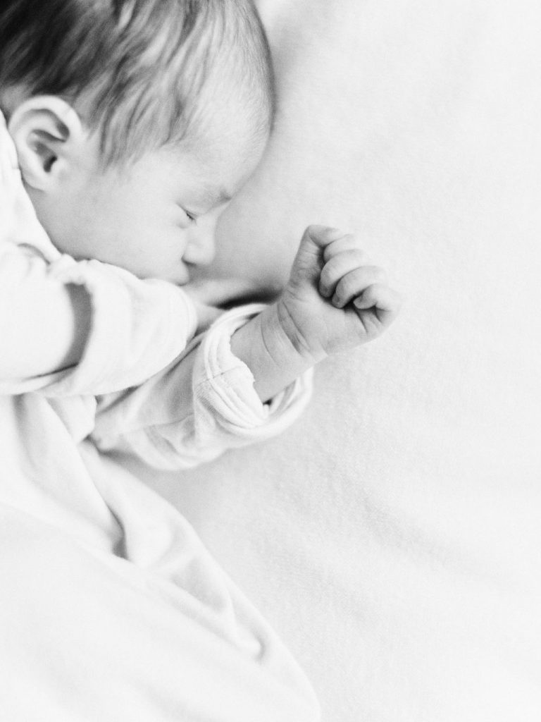 Posed Simple Newborn Photos | Chaska Newborn Family Photographer | Lifestyle Minneapolis Photographer Lauren Engfer