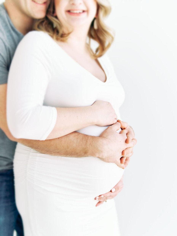 Minneapolis Maternity Photographer | Minneapolis Newborn Photographer | Studio Maternity Photographer | Simple Maternity Photos