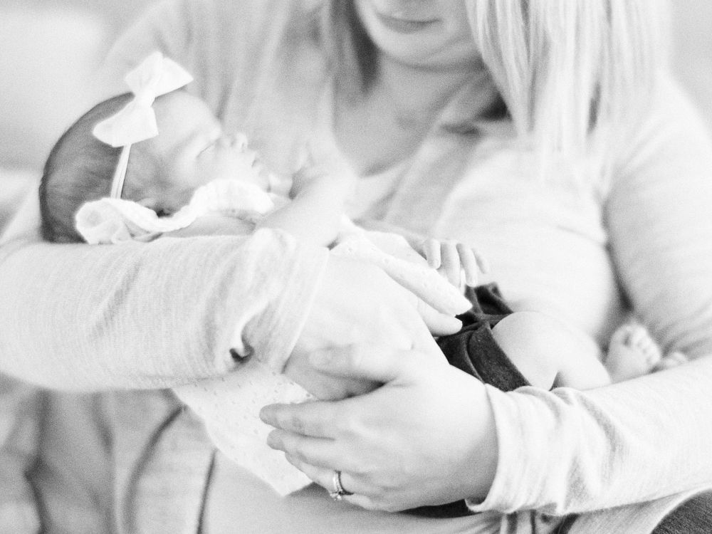 Eagan Lifestyle Newborn Photographer | In home Newborn Photographer Minneapolis | Minimalist Newborn Photos