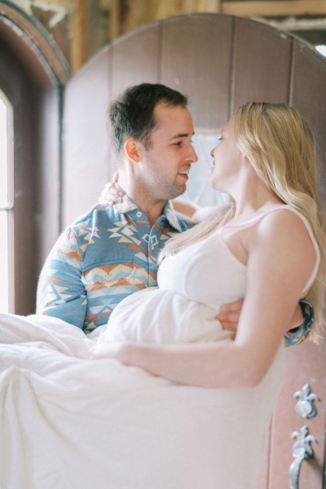 Minneapolis Maternity Photographer | Lifestyle Maternity Photos at Home